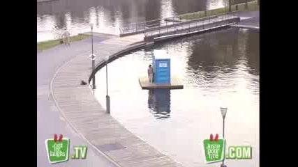 Скрита Камера: Плаваща Тоалетна