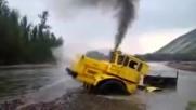 Гледайте как това чудовище успя да се измъкне от дълбоката няколко метра река!