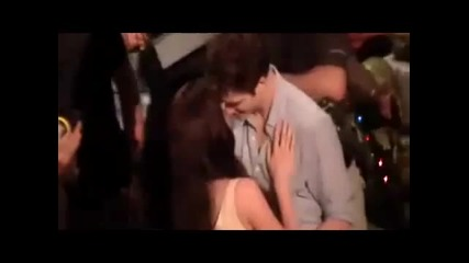 Robsten kissing on the set of Breaking Dawn!!!