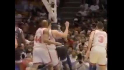 Така се чупи баскетболен кош!