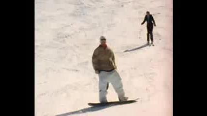 Сноубордисти Се Бъзикат Със Скиори :)