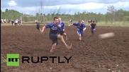 В Русия играят футбол в блато