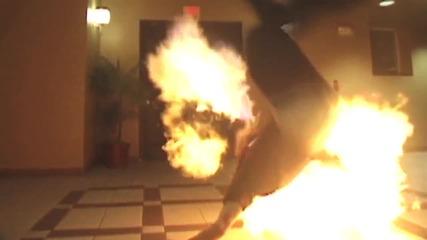 Стив О си играе с огън