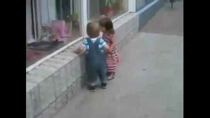 какво ли иска малкия
