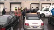 Автомобил излита във въздуха и се разбива в стена на магазин
