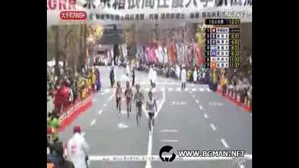 Този маратонец се прееба яко