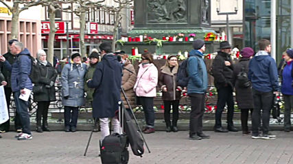 Germany: Hanau residents form human chain to commemorate shooting victims