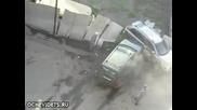 Жена след скандал смачква колата на мъжа си