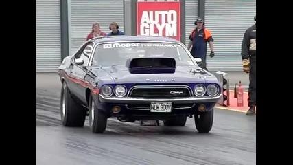 Dodge Challenger в забавен кадър !