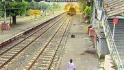 Влака, в които се намира Митхи Избухва