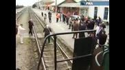 80 Годишех старец дирпа влак с косата си