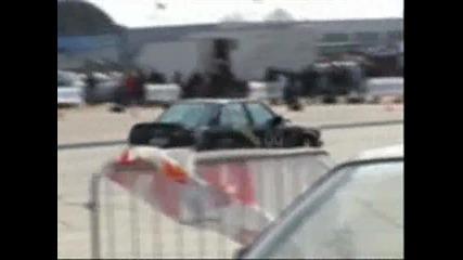 страшен инцидент на авто шоу