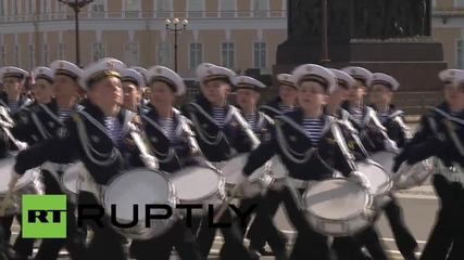 Russia: Troops break 1956 'tank ban' and roll on Palace Square for second time in a week
