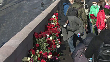 Russia: Muscovites commemorate opposition leader Nemtsov six years after murder