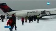 Самолет излезе от пистата при кацане, има пострадали