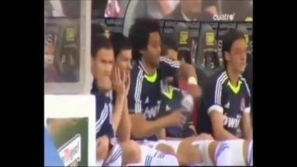 Роналдо помага на Марсело да си отвори бутилката
