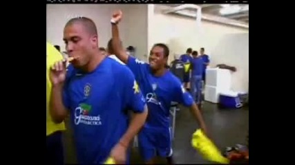 Robinho hits Ronaldo