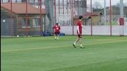 Томас Мюлер се забавлява на тренировка...