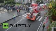 Италия: ОГРОМНА дупка поглъща кола в Катания