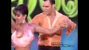 Секси гаф по време на танци кой се подава от пазвата