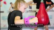 8 годишна боксьорка прави 100 удара в минута