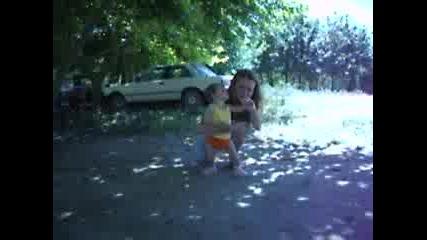 Комшийка С Бебе Веселина