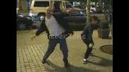 Justin Bieber танцува на улицата !