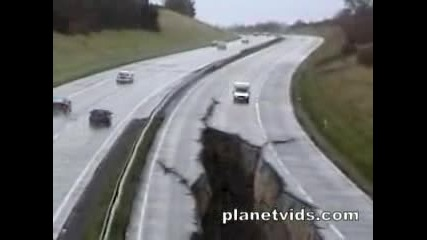 Земетресение Разцепва Магистрала