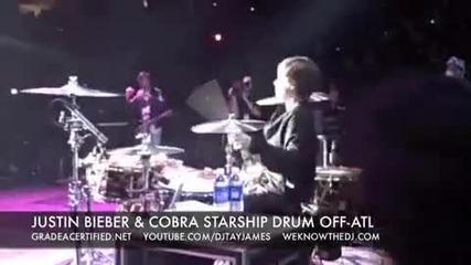 Justin Bieber свири на барабани на концерта си
