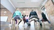 Руски момичета яко дансат в залата