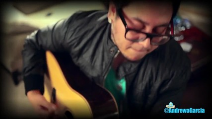 Момче пее страхотно песента на Justin Bieber- Somebody To Love Hd