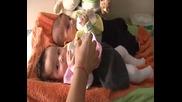Двойно хапване на бебчетата