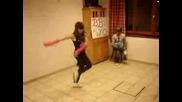 Момиче танцува яко-Lecktra Electro Popping