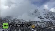 Нова лавина до базовия лагер в Непал, този път без жертви и поражения