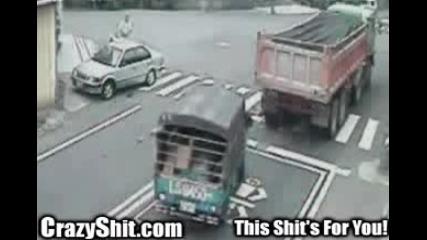 Камион Блъска Човеk На Пешеходна Пътека