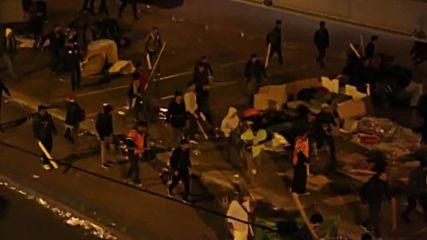"""Стотици имигранти се биха на метростанция """"Сталинград"""" в Париж"""