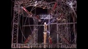 Илюзионистът Дейвид Блейн оцеля след 3-дневно стоене на електрическа колона, заредена с един милион волта