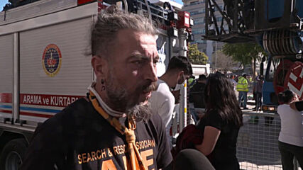 Turkey: Rescue workers search for survivors of earthquake in Izmir