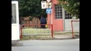 Полицай гони плъх в Ямбол
