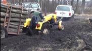 Джипове помагат на закъсал трактор !