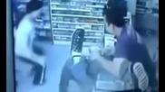 Смотан крадец отнася напляскване