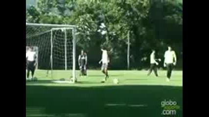 Удивителен гол на Роналдиньо