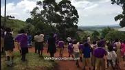 Африкански Деца За Първи Път Виждат Дрон