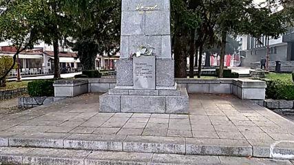 Паметник на Никола Вапцаров в Банско