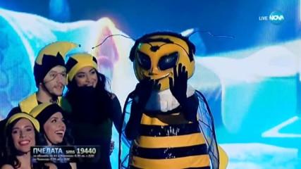 Пчелата изпълнява All I Want For Christmas Is You на Mariah Carey | Маскираният певец