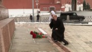 Russia: Putin lays flowers on the Minin and Pozharski monument for Unity Day