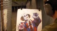 Руснака среля по зомби клоун с Узи ( високо качество )
