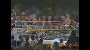 Ecw - Публиката напълни ринга със столове ;]