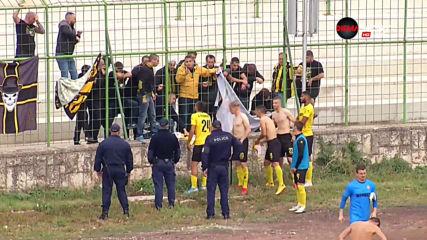 Феновете на Ботев Пловдив свалиха фланелките на играчите