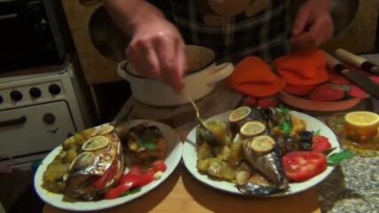 """Скумрия на фурна с печен лук и сотирани картофи - """"Така готви Папа"""""""